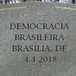 A democracia está morta. Por Mauro Santayana