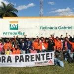 Petroleiros comemoram saída de Parente. Assista
