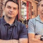"""Bolsonaro sinaliza que caso do filho """"é com o pai"""""""