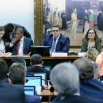 Guedes diz que vai semana que vem e CCJ fica sem relator