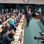 Governo 'consegue' adiar votação da Previdência