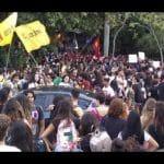 10 mil protestam contra cortes na UFF, em Niterói