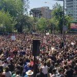 Exército amplia toque de recolher em Santiago e cidades do Chile. Até aqui, em vão