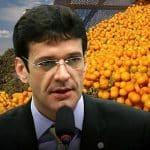 Ministro do Turismo deve ser a laranja escolhida para virar bagaço