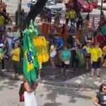 """Ato dos """"morominions"""", no Rio, começa como um fiasco"""