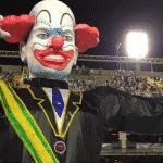 Folha carnavaliza Bolsonaro. E acha que brincar com fogo não queima