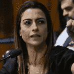 """Senadora moteleira do PSL quer """"universidade cívico-militar"""". Com depilação, claro"""