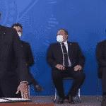 Bolsonaro diz defender vacina, mas retorna à cloroquina