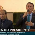 Bolsonaro, o idiota, faz piadas sexuais para evangélicos