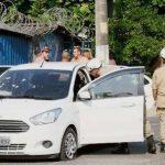 Militares fuzilam família num carro. E seus oficiais aplaudem